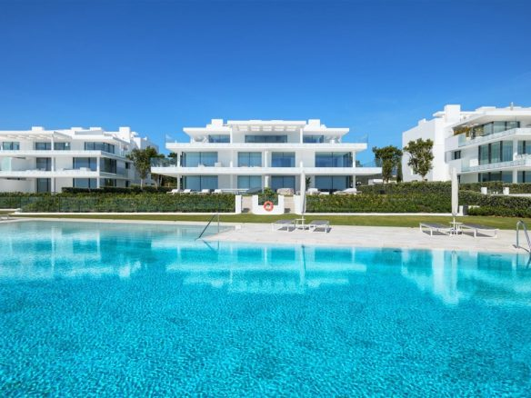 Beachfront Contemporary Apartment for sale (21) (Large)